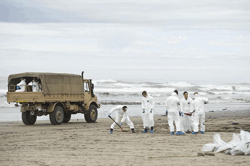 rena_oil_nz_defence_force.jpg