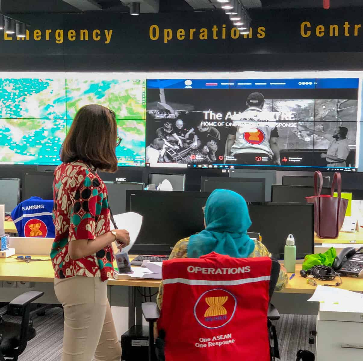 DMRS Training at AHA Centre, two users at the Emergency Operations Center